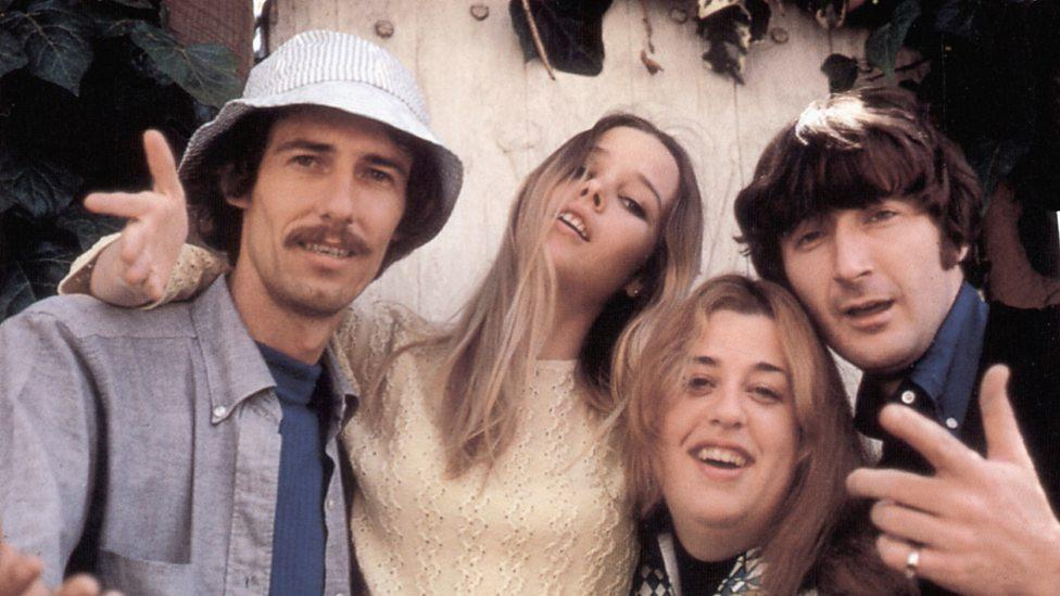 Mamas & Papas – California Dreaming